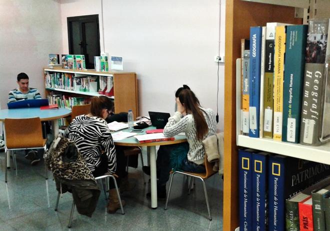 Biblioteca- Aula d'estudi nocturn