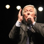 62-Festival La Voz de  Oro - El president del jurat Tomás Godino interpretant Raphael