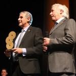 63-Festival La Voz de  Oro - El president del jurat Tomás Godino interpretant Raphael
