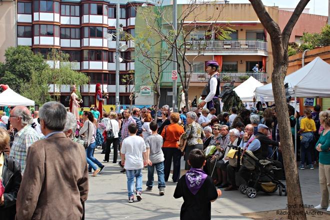 Sant Jordi 2015 - Actes plaça Font de la Roda 01