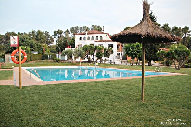 Sant andreu de la barca estrena la remodelada piscina de for Piscina sant andreu