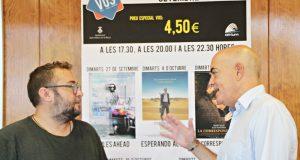 El regidor de Cultura Juan Pablo Beas i el gerant dels Cinemes Atrium Josep Campreciós en la presentació de la nova temporada.