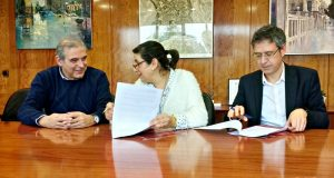 Signatura conveni Ajuntament Sant Andreu Barca i Fundació Futur 02