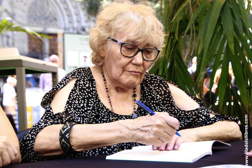 Isabel-Clara Simó  - illadelsllibres.com  02